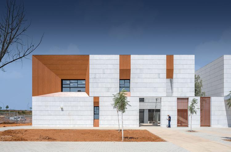 Escuela Primaria Kfar Saba / Regavim + architects, © Peled Studios