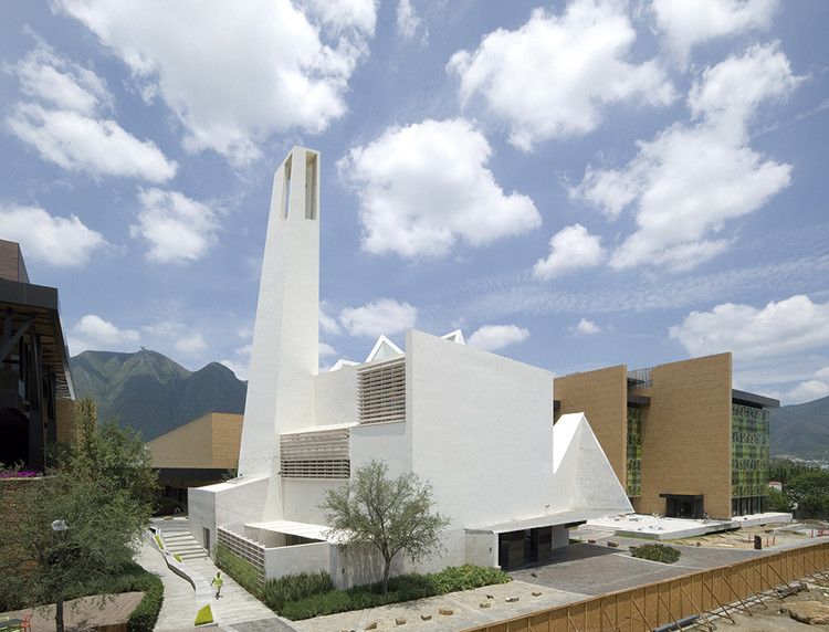 Iglesia en pueblo serena moneo brock studio archdaily for Moneo brock