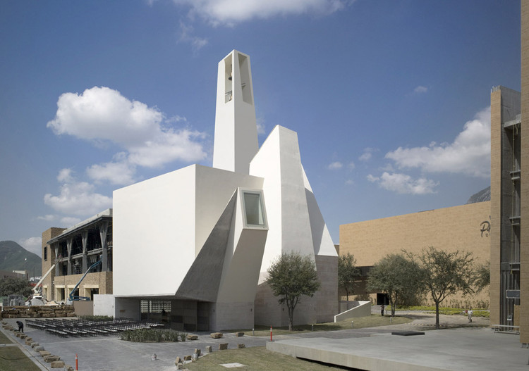 Pueblo serena church moneo brock studio archdaily for Moneo brock