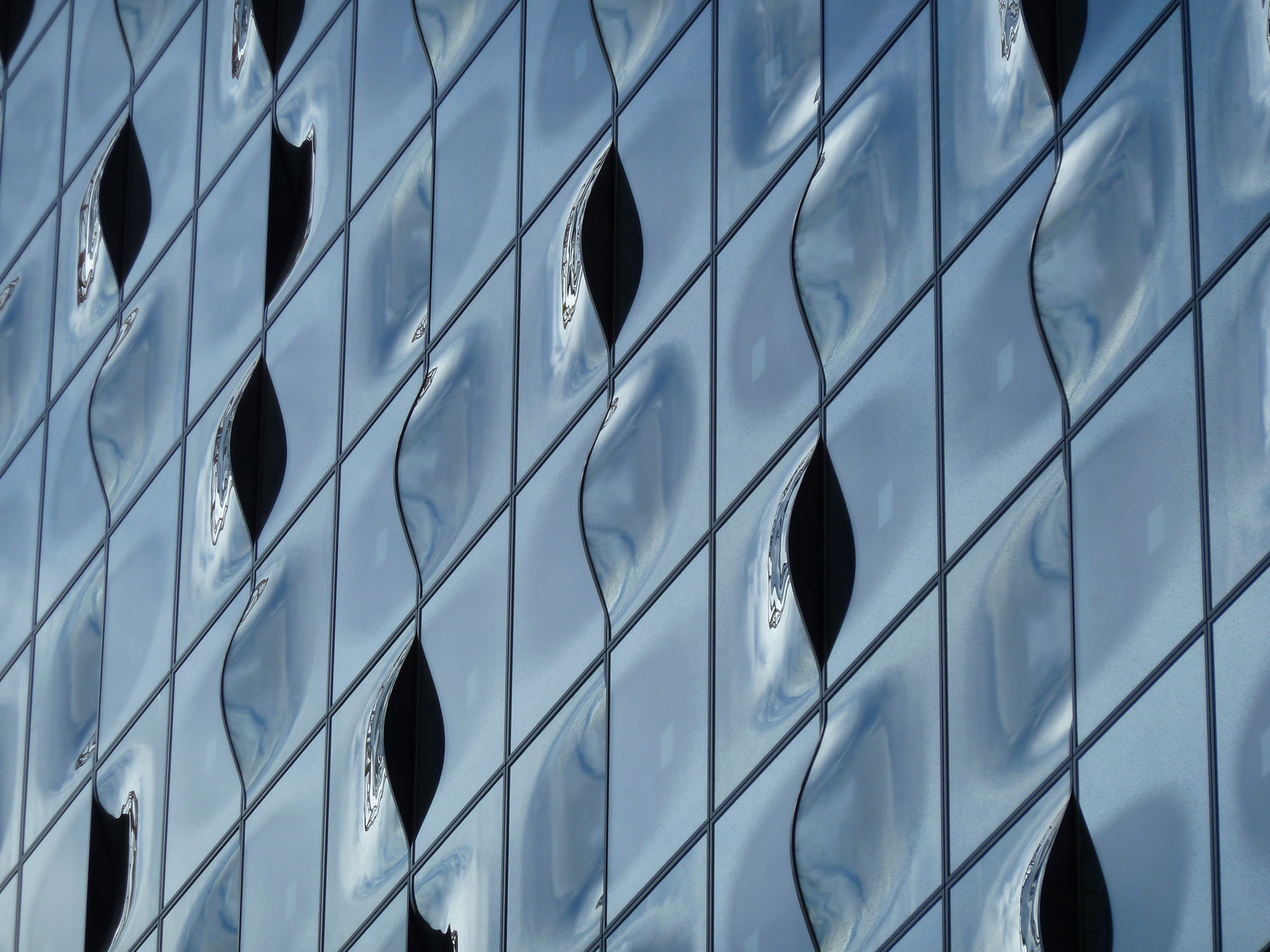 Curved glass, Elbphilharmonie by Herzog & de Meuron