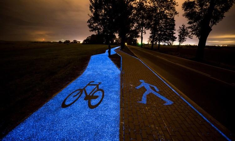 Polonia inaugura un camino peatonal y una ciclovía solar que brillan en la noche, © TPA Sp. z o.o