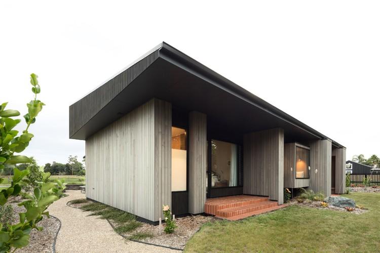 House Under Eaves / MRTN Architects , © Anthony Basheer