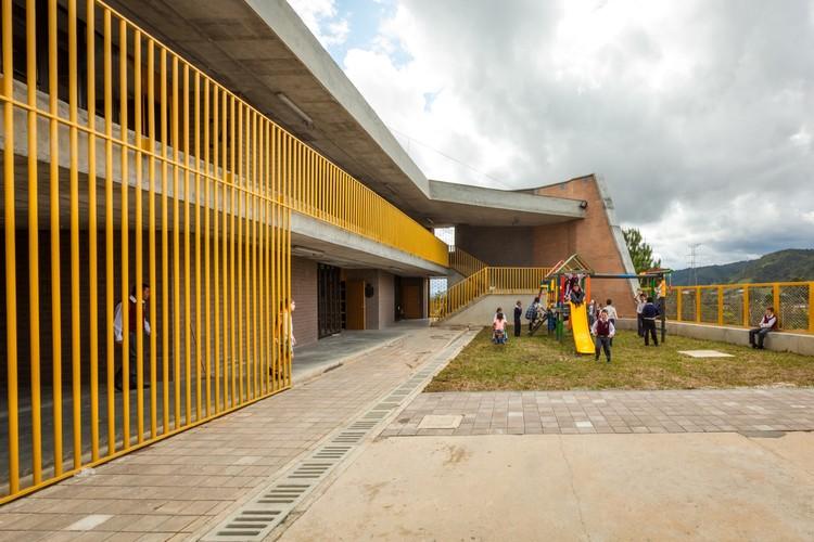 Chaparral Rural School / Plan:b arquitectos , © Julián Castro