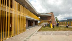 Chaparral Rural School / Plan:b arquitectos