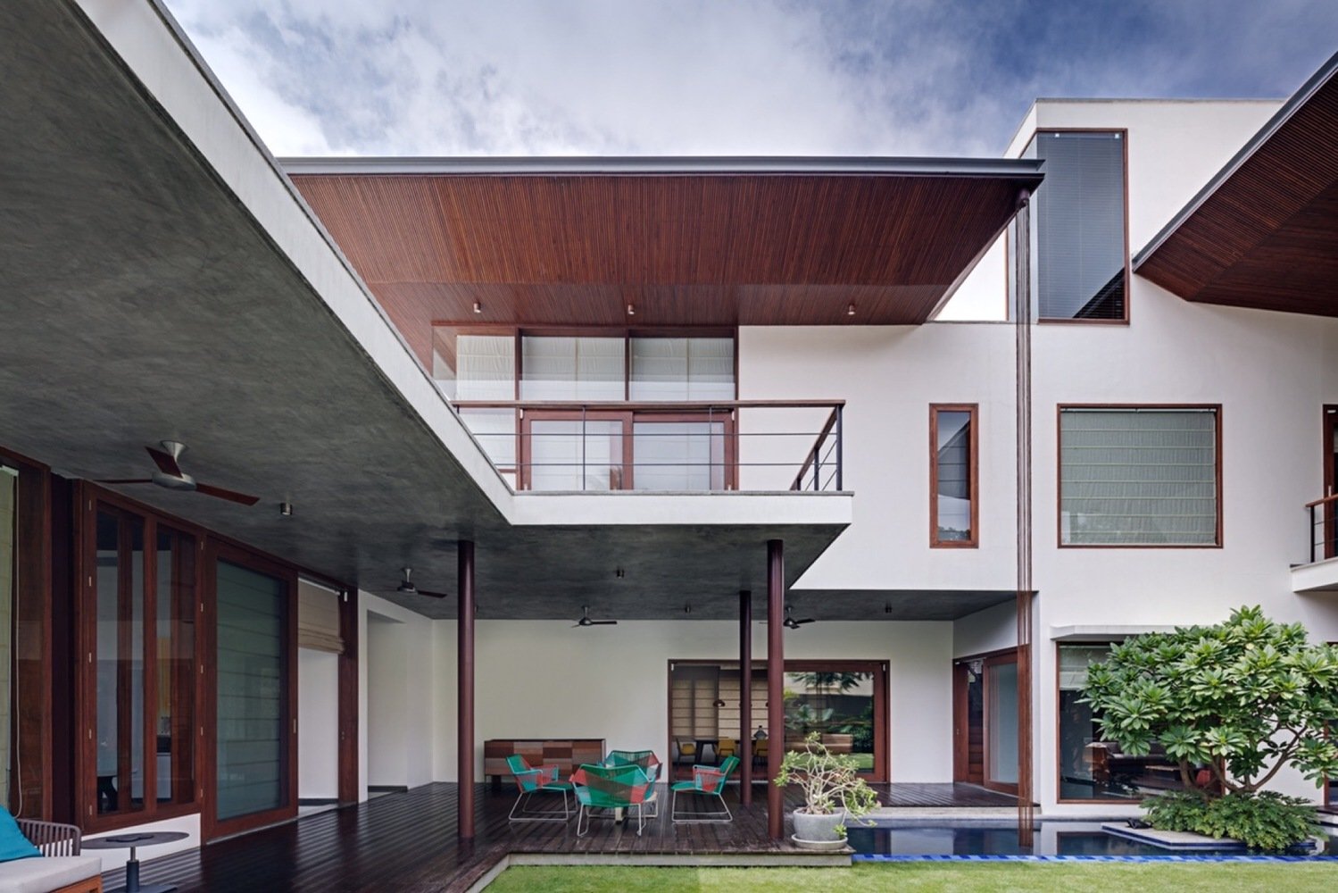 House 1058,Courtesy of Khosla Associates