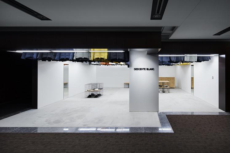 DESCENTE BLANC Marunouchi  / Schemata Architects, © Kenta Hasegawa
