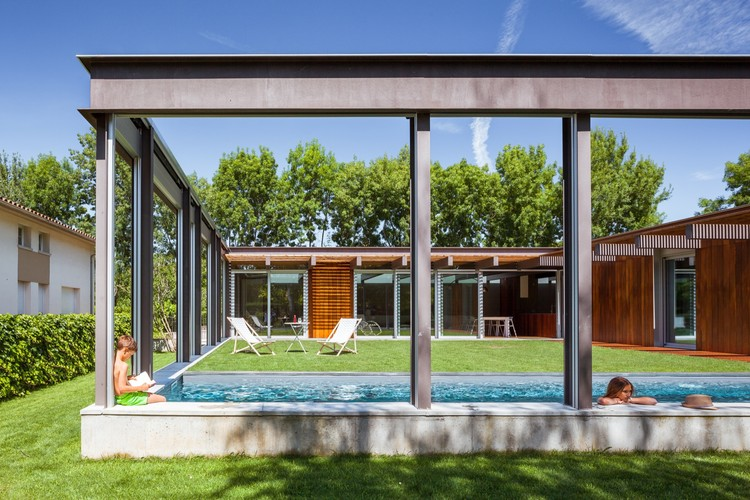 An Open-Air House / Arnau Estudi d'Arquitectura, © Marc Torra Ferrer