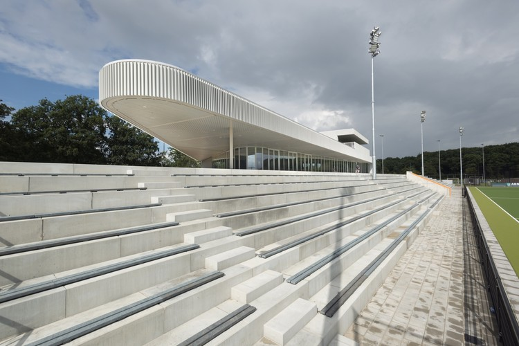 Hockey Club Oranje-Rood Clubhouse / Diederendirrix Architecture & Urban Development, © Arthur Bagen