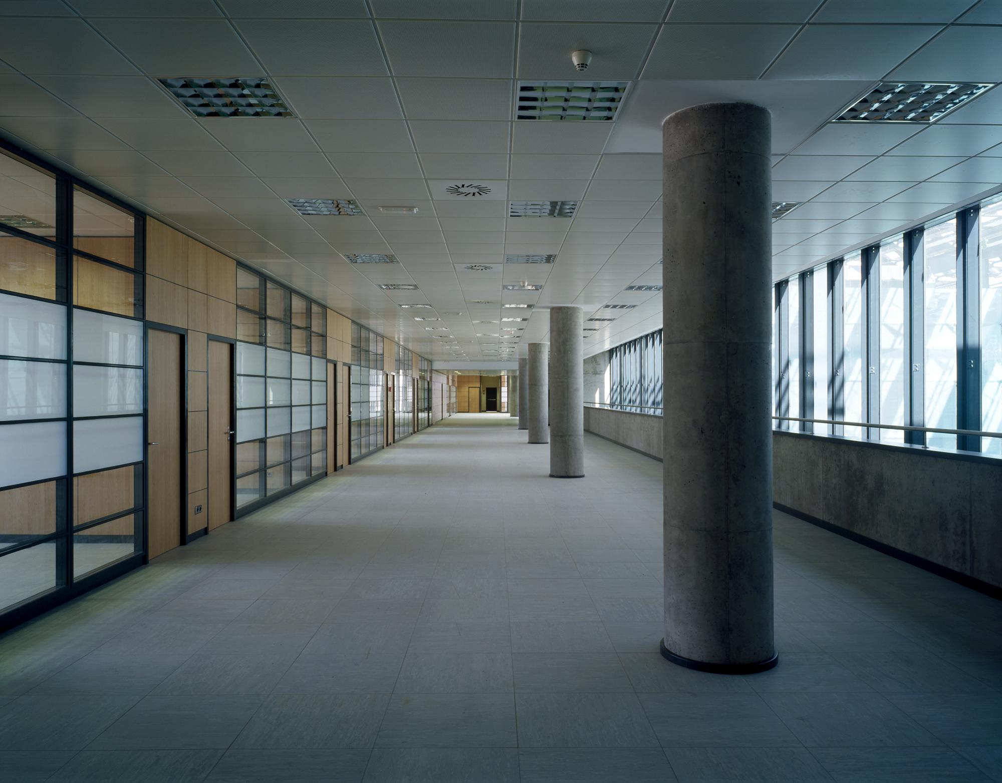 Galer a de oficinas centrales de airbus espa a pablo notari oviedo sumar urbanismo - Oficinas telecable oviedo ...