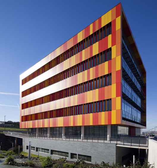 Oficinas en  Parque Científico y Tecnológico de Cantabria  / Pablo Notari Oviedo + SUMAR urbanismo y arquitectura  + CONURMA Ingenieros Consultores