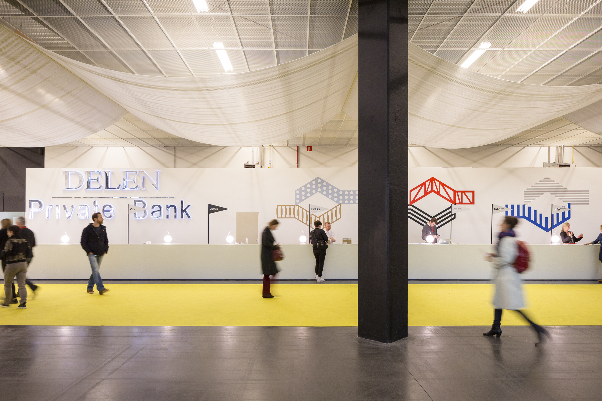 Galeria de office kgdvs cria a cenografia silver lining for Interieur kortrijk belgium