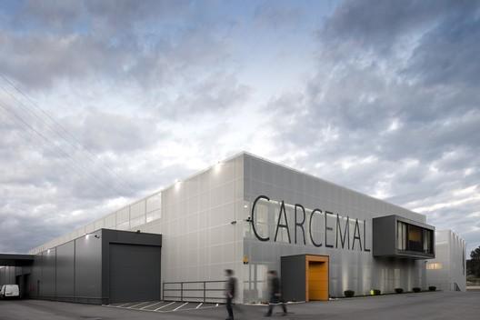 Renovación y nuevas adiciones a un edificio industrial / Proj3ct