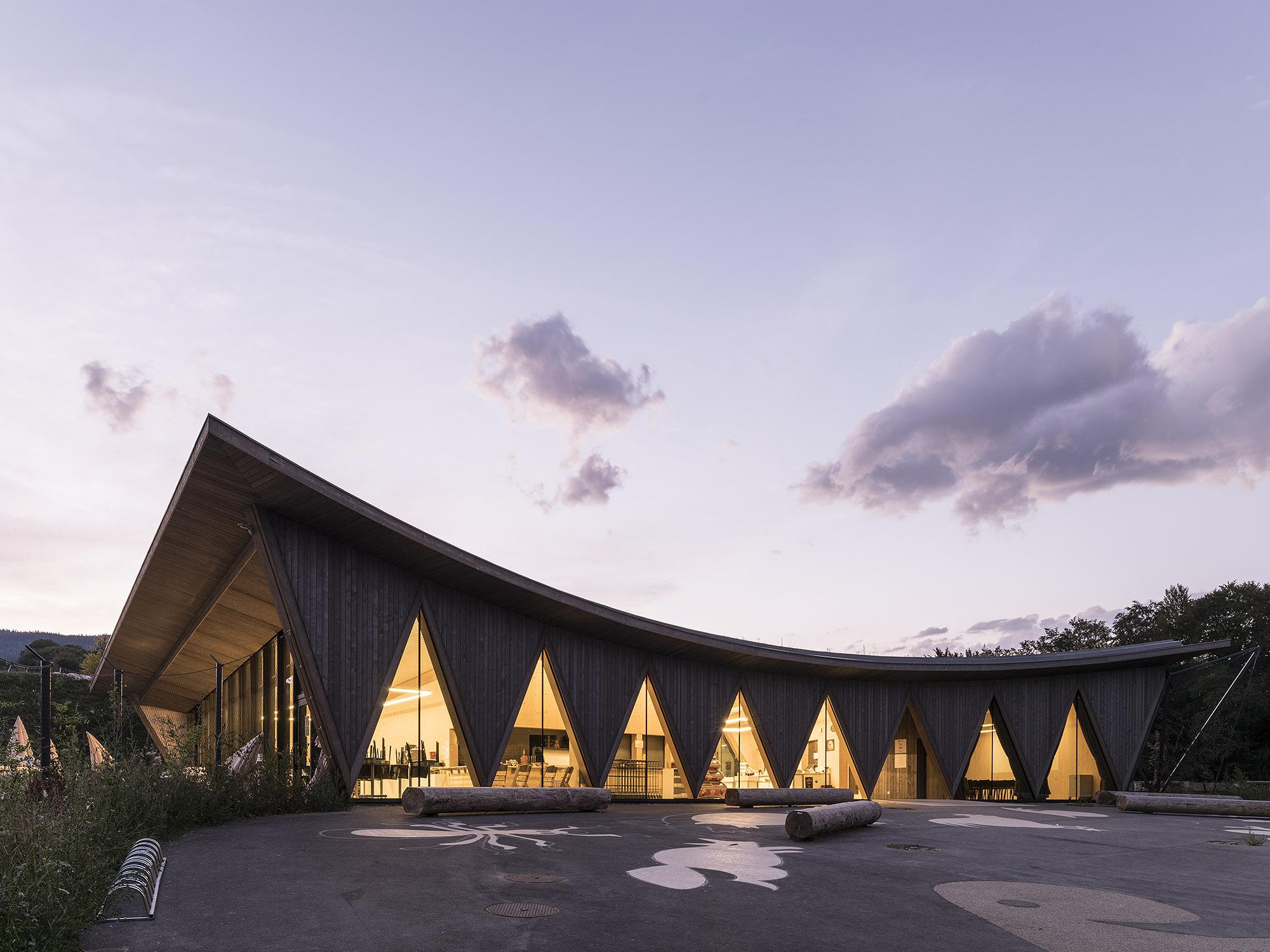 Public Pavilion Of New Zoological Park La Garenne
