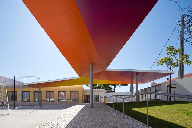 Cobertura da Escola Primária em Santarém / extrastudio, © João Morgado