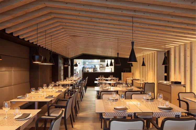 Cortiça como matéria-prima no Restaurante Prima Scelta por Pedro Henrique Arquitecto, © José Campos