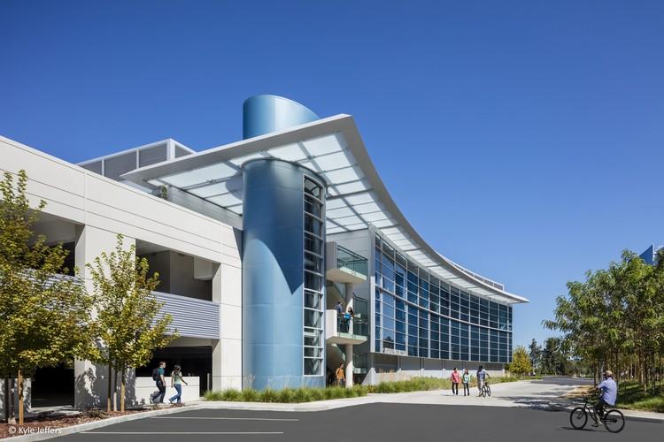Moffett Gateway Club / DES Architects + Engineers, © Kyle Jeffers
