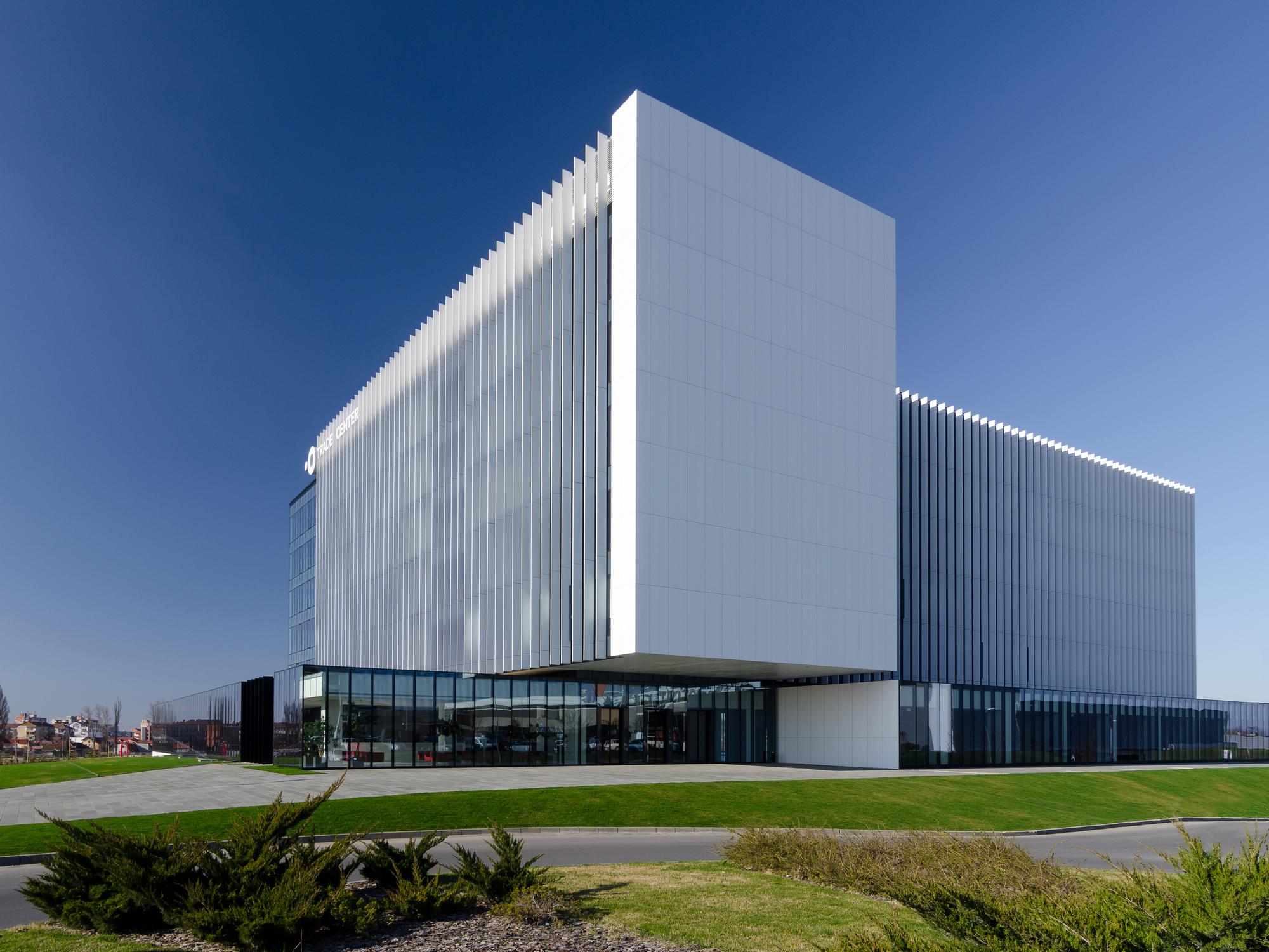 Centro de Comercio Oradea / DE3 Group