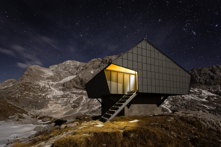 Refúgio Alpino 'Bivak na Prehodavcih' / Premica Architects, © Anze Cokl