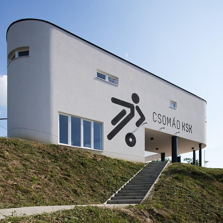 Sports Center Csomád / Kolossa Architects, © Tamás Bujnovszky