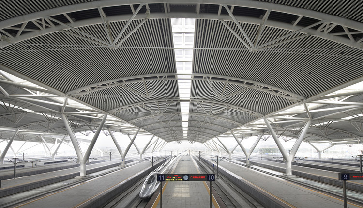 CBCA lança nova versão do manual de construção em aço, Estrutura de aço da Estação Ferroviária Sul de Guangzhou/ TFP Farrells. Image © Nick Hufton