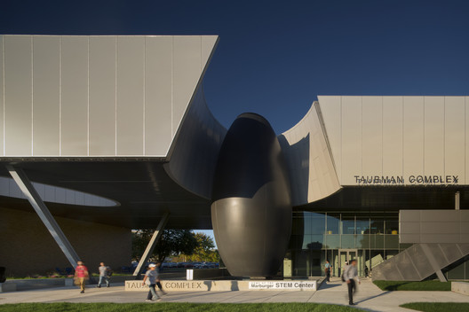 Taubman Complex at Lawrence Tech / Morphosis Architects