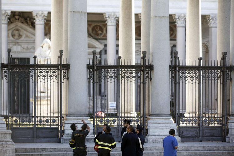 "Magnitude 6.6 Earthquake Strikes Central Italy; Borromini's ""La Sapienza"" Among Structures Damaged in Rome , Inspections underway in Rome. Image via La Repubblica (Roma)"