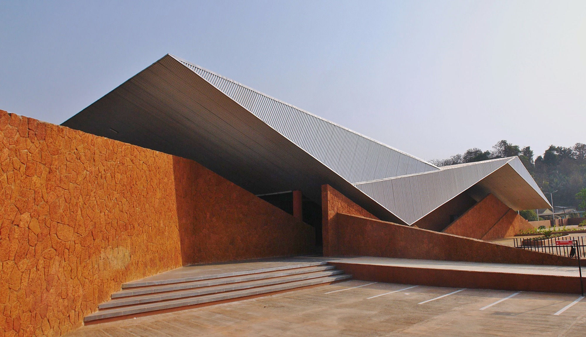 Architecture: Valpoi Busstand And Community Hall / Rahul Deshpande And