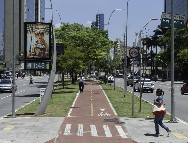Propostas cidadãs de conexões cicloviárias são aprovadas e viram projeto em São Paulo, Ciclovia da Avenida Faria Lima, São Paulo. Image © Wilfredorrh, via Flickr. Licença CC BY-NC-ND 2.0