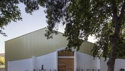 Lonquén School Gymnasium  / COMUN Arquitectos