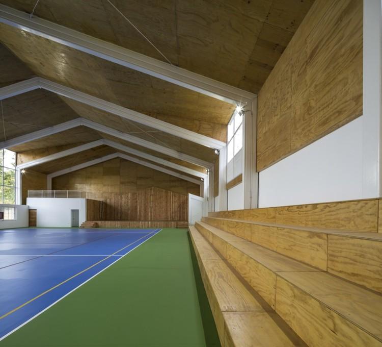 Gimnasio colegio lonqu n comun arquitectos plataforma for Gimnasio 7 de fitness badalona