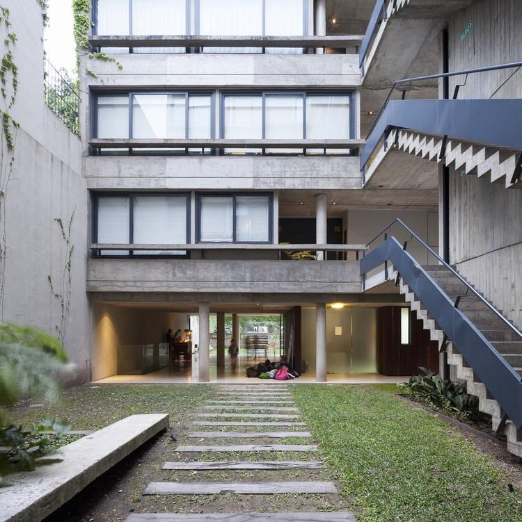 Edifício Acuña de Figueroa / Estudio Abramzon + Estudio ZZarq, © Javier Agustin Rojas