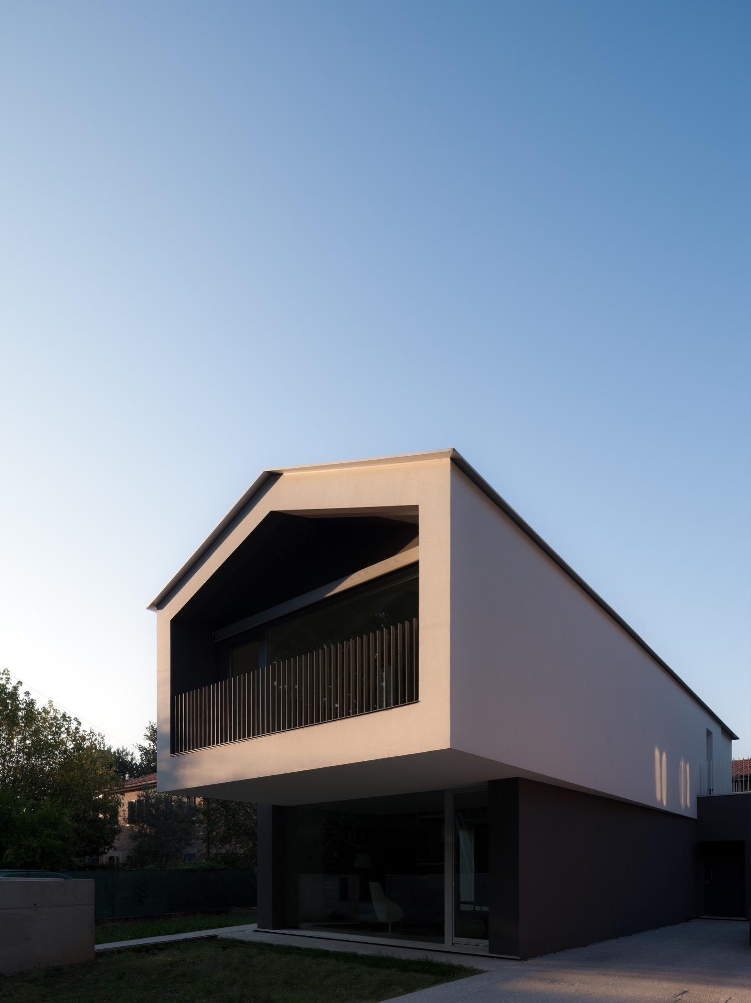 Turned House / MZC Plus