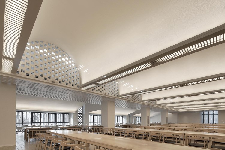 The Faculty Canteen of Tsinghua University / SUP Atelier, Photo of Hall. Image © Xia Zhi