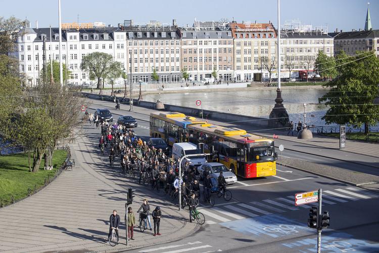 Como o cruzamento cicloviário mais movimentado do mundo pode ajudar a aumentar a segurança dos ciclistas, © lickr Usuário: Mikael Colville-Andersen. Licença CC BY 2.0