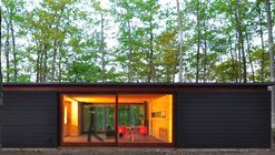 Linear Cabin / Johnsen Schmaling Architects
