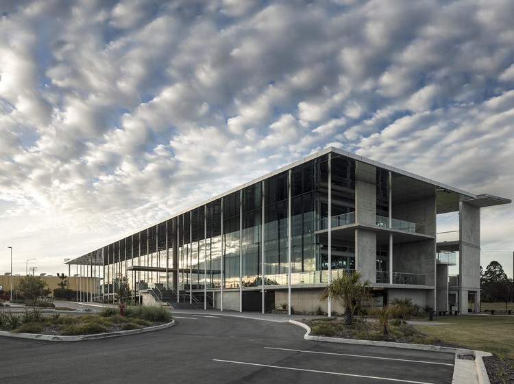 Academia de Golf y Tenis KDV  / Shiro Architects, © Richard Glover