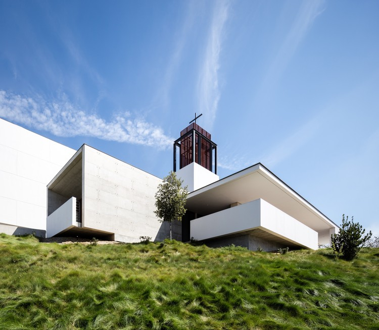 St. Thomas More Catholic Church / Renzo Zecchetto Architects, © Darren Bradley