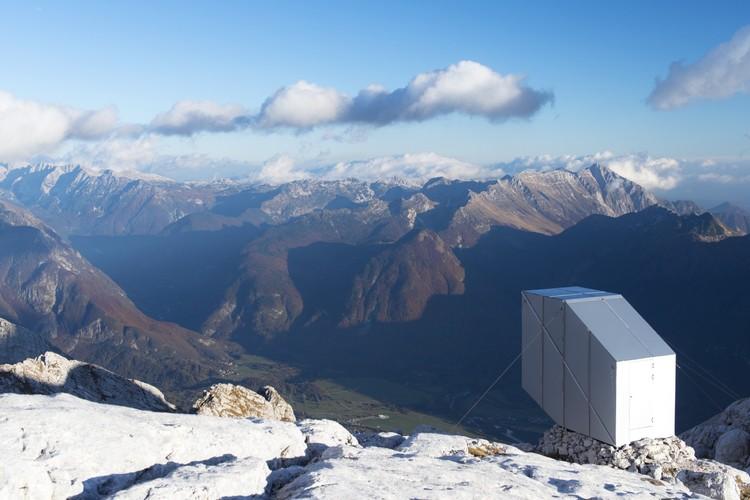 Cabaña de Invierno en Mount Kanin / OFIS arhitekti, © Janez Martincic