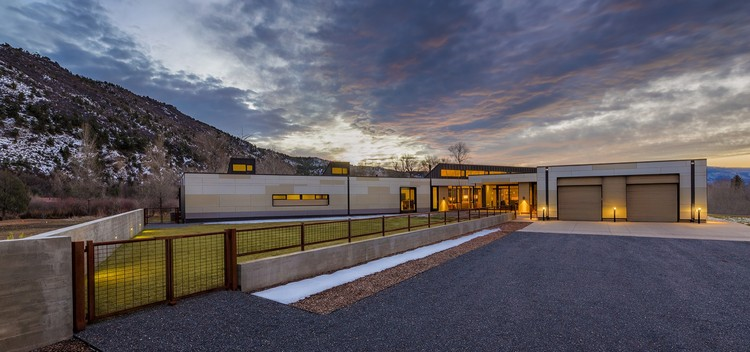 Oblique House / Studio B Architecture + Interiors, © Draper White