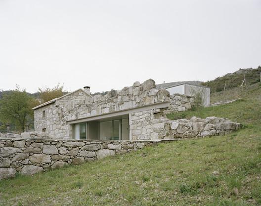 Casa en Melgaço / Nuno Brandão Costa