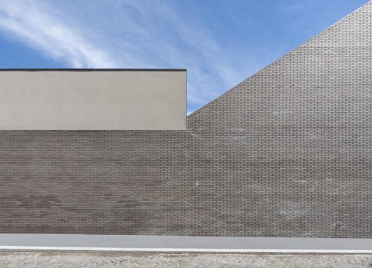 Escola em Padrão da Légua / Nuno Brandão Costa, © Arménio Teixeira