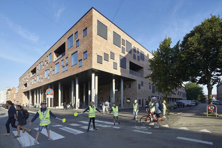 Frederiksbjerg School / Henning Larsen Architects + GPP Architects, © Hufton + Crow