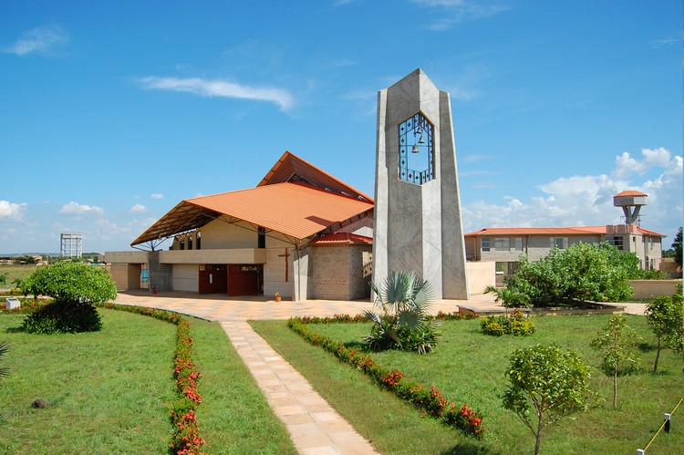 Catedral María Madre de la Iglesia  / Yolanda Forero Castrillón y Jaime Garzón López, Cortesía de Yolanda Forero Castrillón y Jaime Garzón López