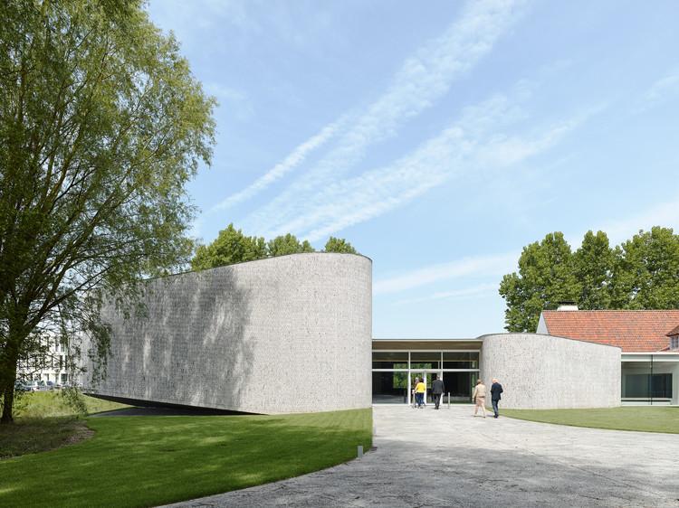 Auditorium AZ Groeninge Kortrijk / Dehullu Architecten, © Dennis De Smet