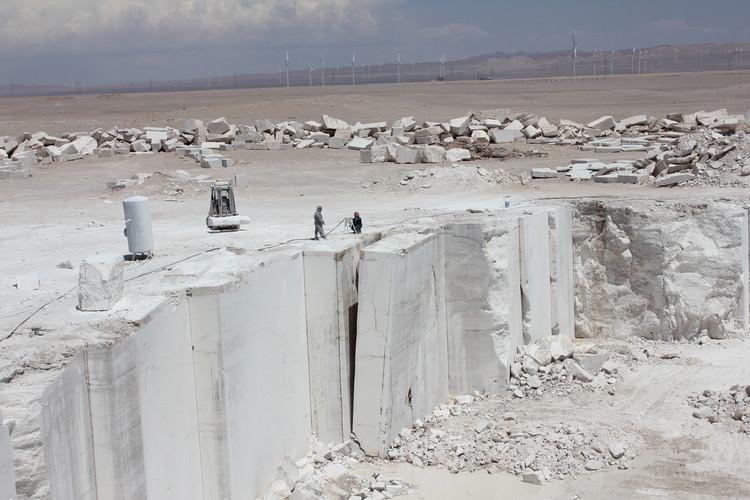 Venecia es intervenido con bloques de m rmol extra dos del for Valor marmol chile