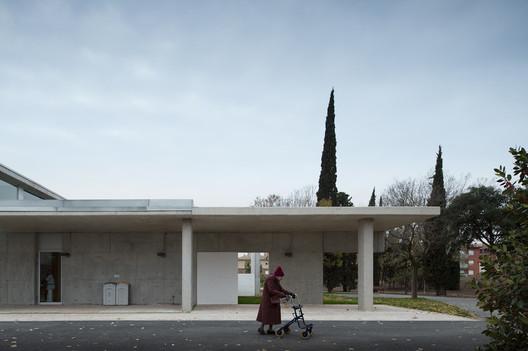 <a href='http://www.archdaily.com/459558/centro-socio-sanitari-martijulia-pinearq'>Elderly Healthcare Building / Brullet Pineda Arquitectes</a>