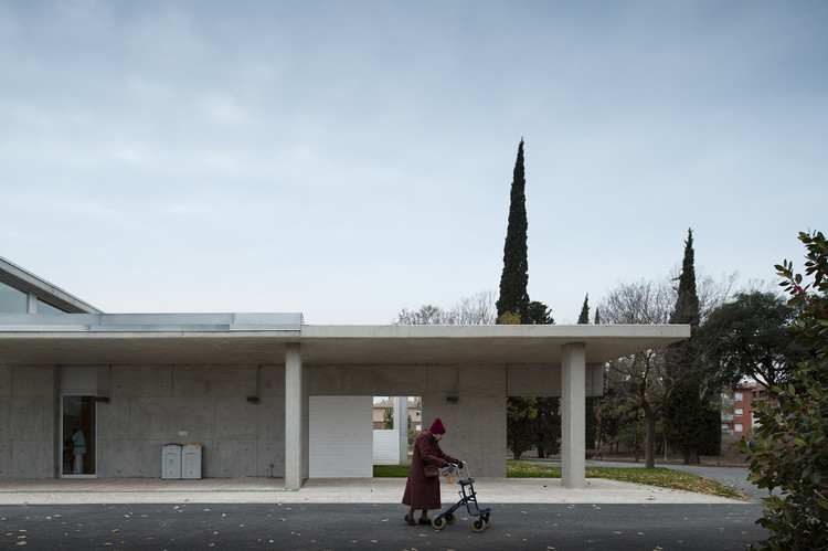 5 Ways to Improve Senior Wellness through Centres for Healthy Living, <a href='http://www.archdaily.com/459558/centro-socio-sanitari-martijulia-pinearq'>Elderly Healthcare Building / Brullet Pineda Arquitectes</a>