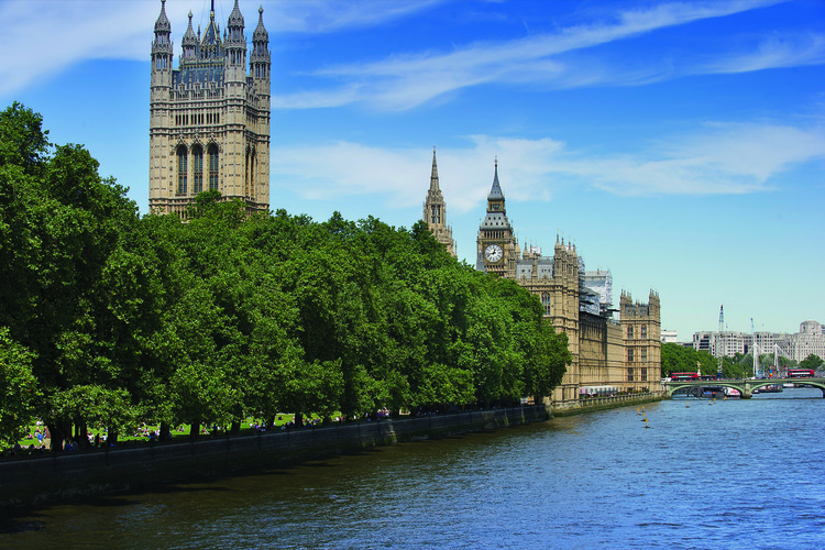 10 Teams Shortlisted in Competition for New National Holocaust Memorial in London, Victoria Tower Gardens and Parliament from the Thames. Image © Malcolm Reading Consultants/Emily Whitfield-Wicks