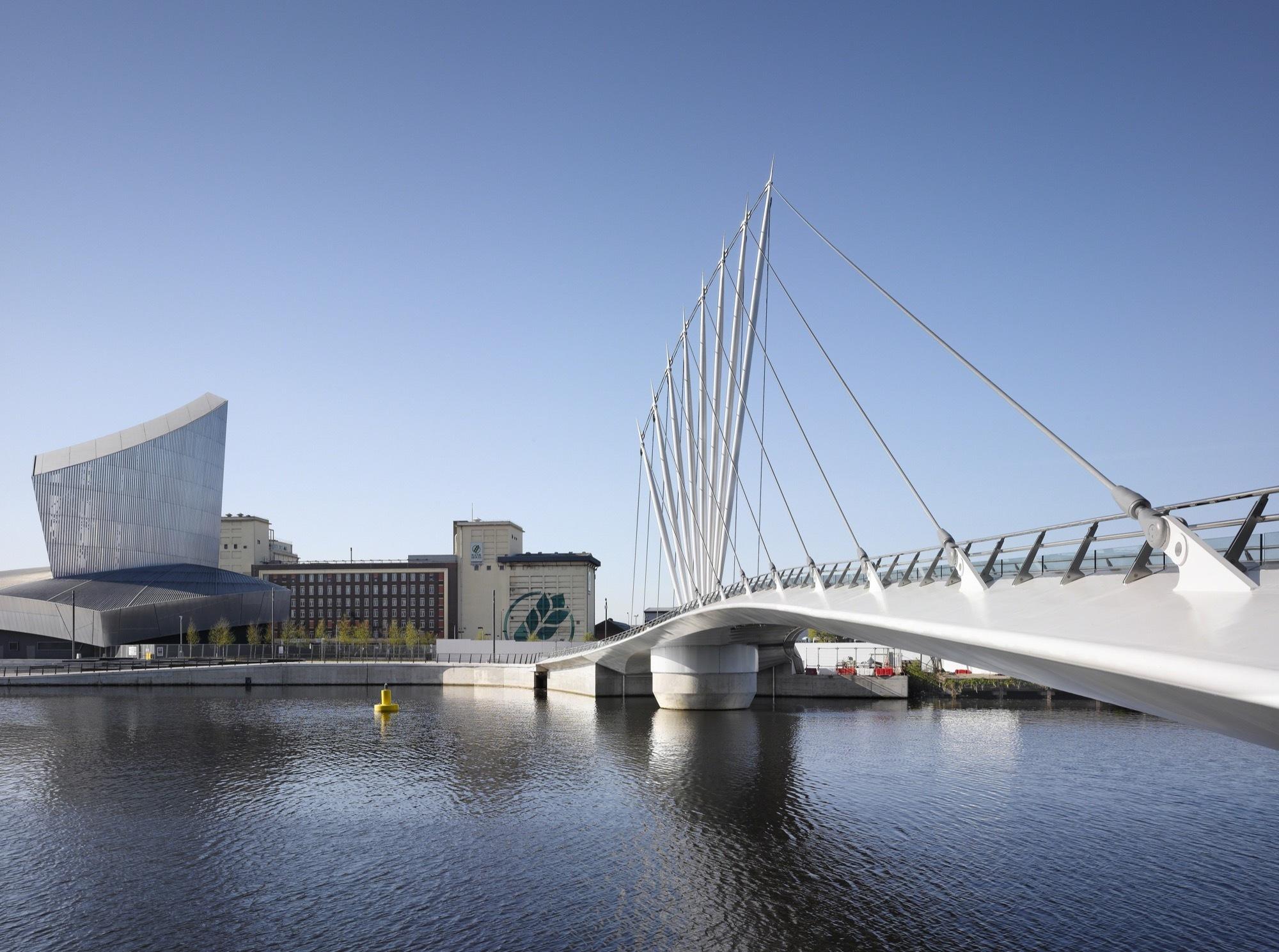 Media City Footbridge / WilkinsonEyre | ArchDaily
