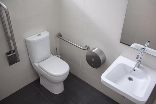 Guía de artefactos para diseñar baños de accesibilidad universal